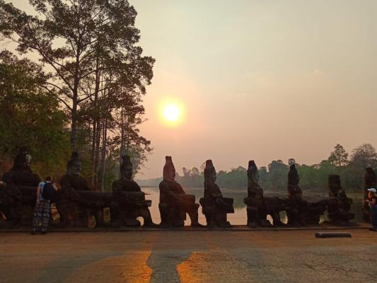 South Gate Angkor Thom, Siem reap cycling tour